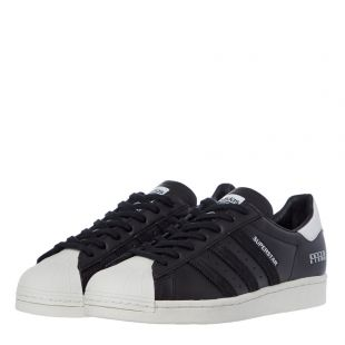 Superstar Trainers - Black / White