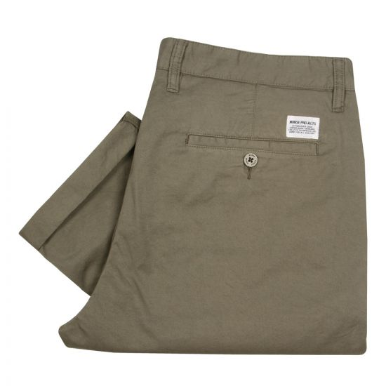 norse projects aros light twill chinos lichen green n25-0241