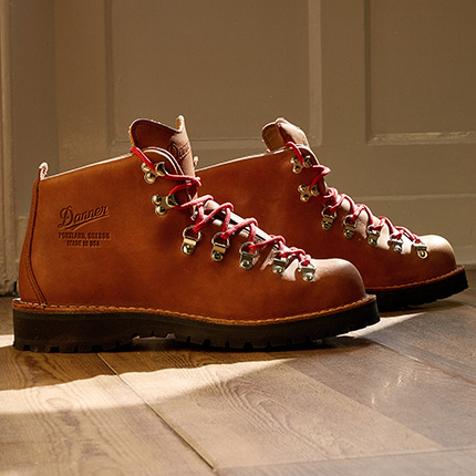 Danner Mountain Light Cascade Boots